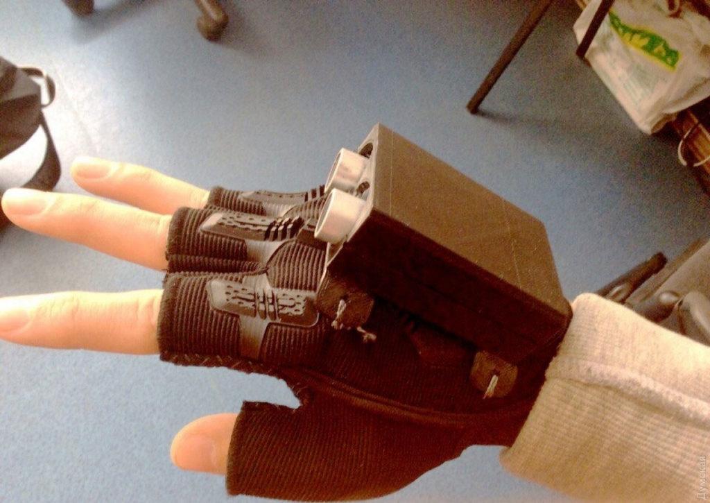 """38e1b47c-7f9f-4a53-b061-0099fe24b6a8-1024x725 """"Умная"""" перчатка, разработанная одесскими школьниками, поможет незрячим ориентироваться на улице"""