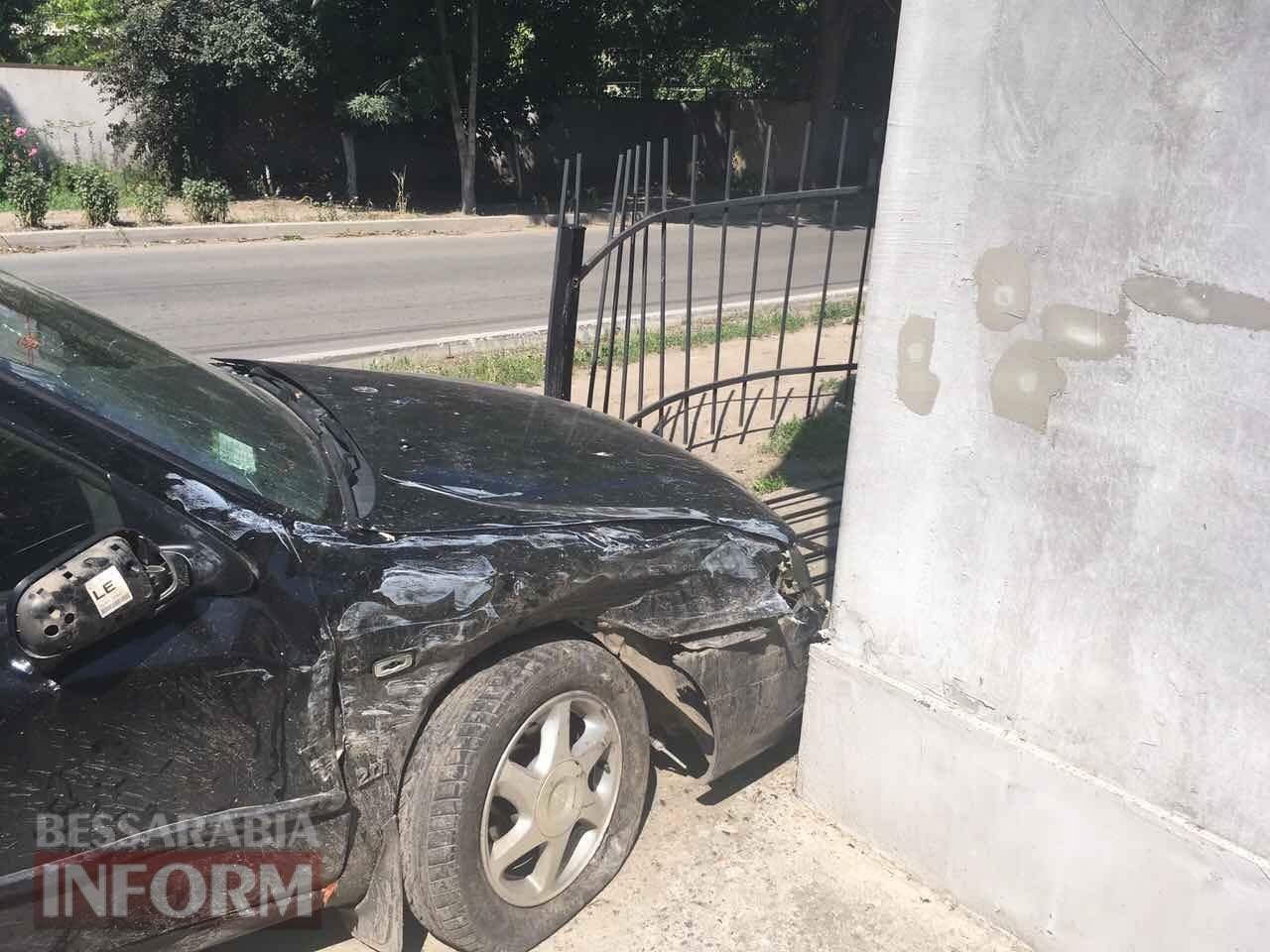 59315bb3309f9_34634632466 ДТП в Измаиле: дорогу не поделили Ford Tranzit и Nissan Primera