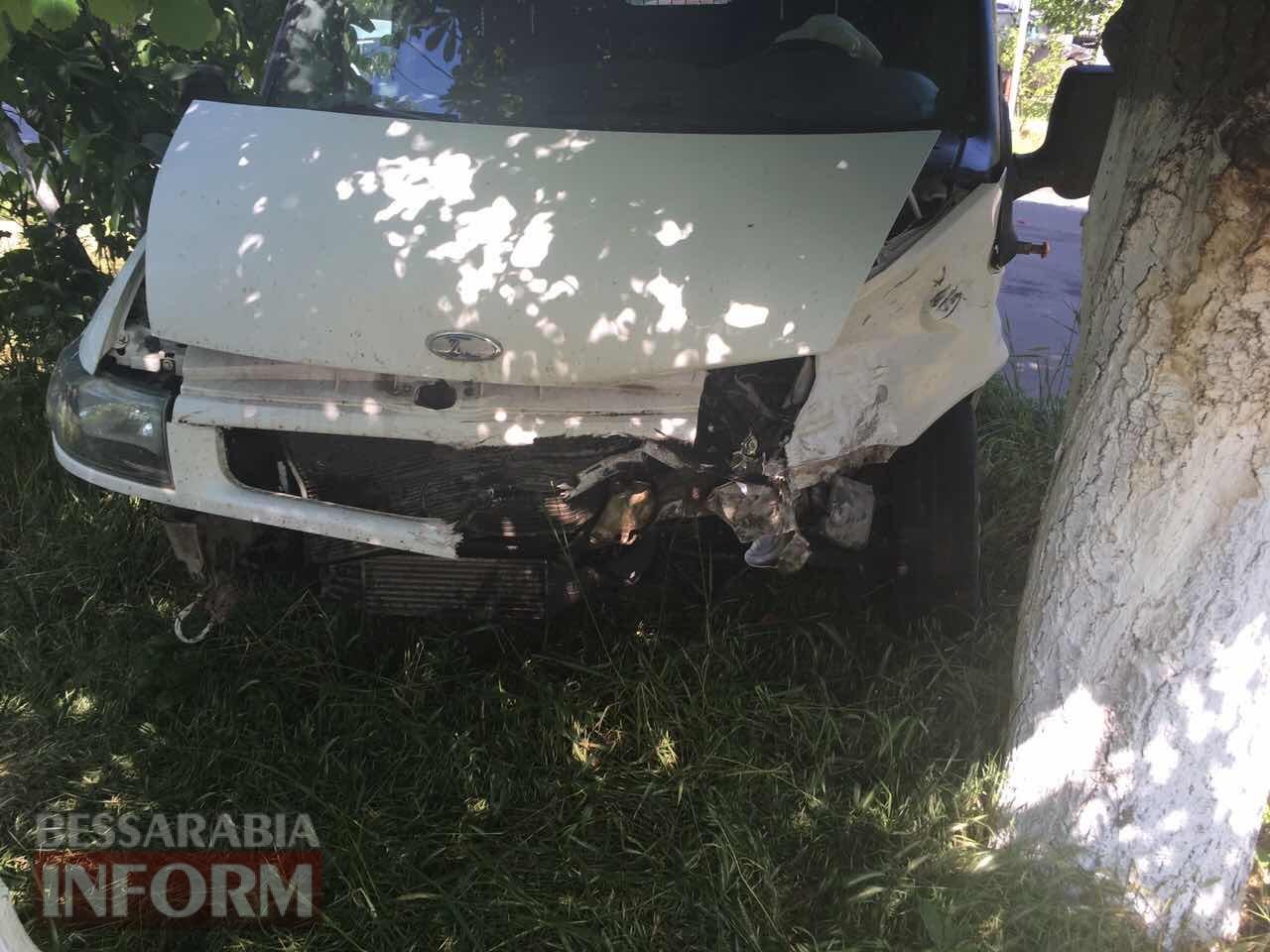 59315bb3312aa_324623463573 ДТП в Измаиле: дорогу не поделили Ford Tranzit и Nissan Primera