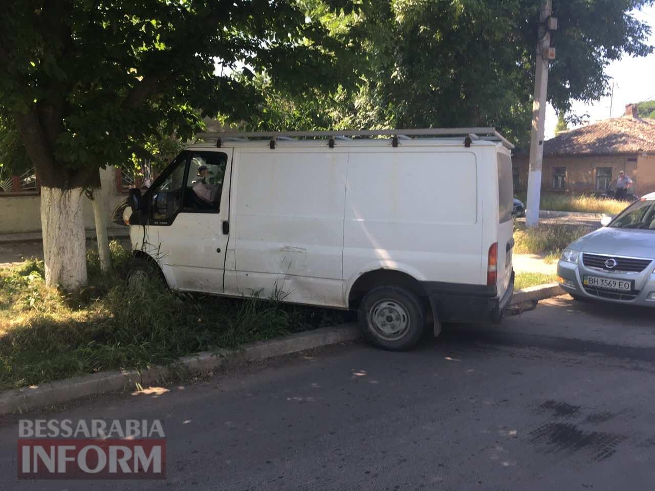 59315bb338b5f_234643743573457 ДТП в Измаиле: дорогу не поделили Ford Tranzit и Nissan Primera