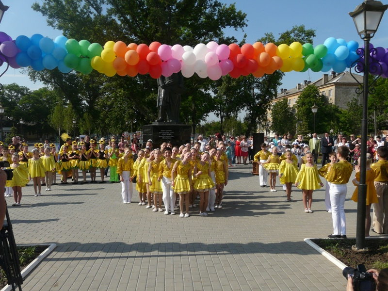 Праздник детства в Измаиле: зрелищный флешмоб, квест-игра и счастливые лица детей