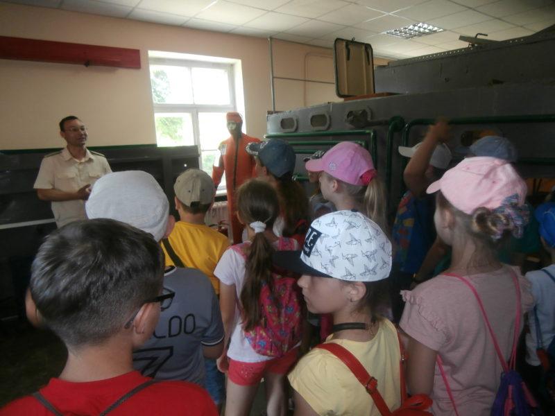 """P6130025-e1497954911215 Измаил: младшеклассники посетили морской пограничный """"альма-матер"""""""