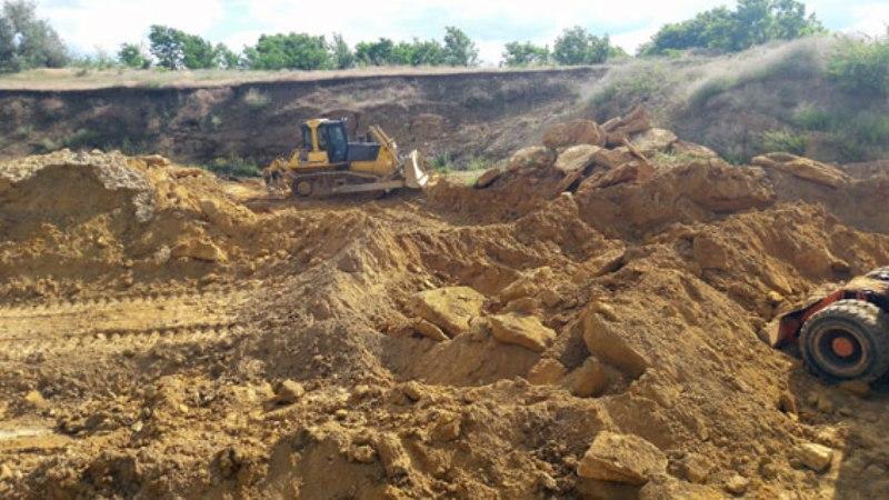 PM943image002 В Саратском районе выявили нелегальный карьер по добыче песчано-гравийной смеси