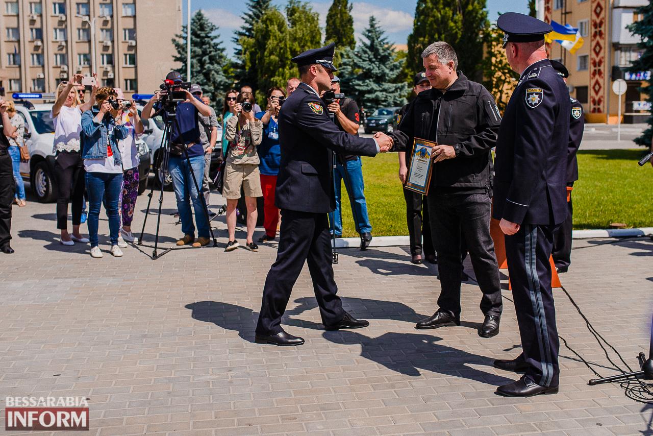 Аваков в Измаиле вручил полицейским ключи от внедорожников и объявил о создании подразделения Нацгвардии