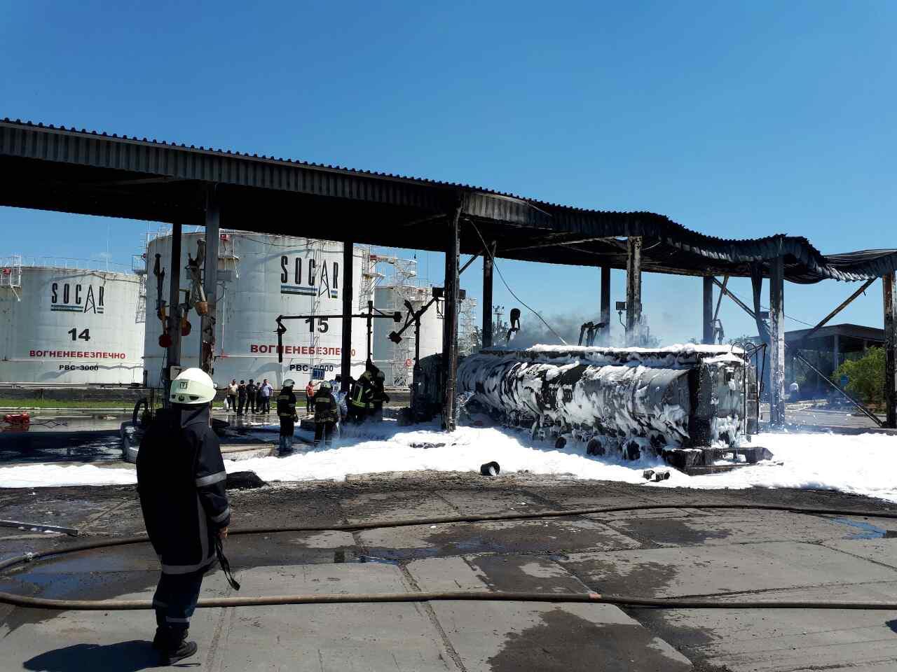 Одесские спасатели ликвидировали масштабный пожар на нефтебазе