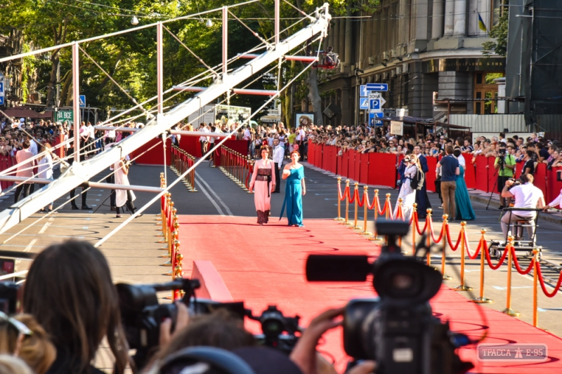 139645-odesskij-kinofestivalj-oficialjno-startoval-fotoreportazh-big Одесский кинофестиваль огорчил поклонников кино отсутствием кинозвезд