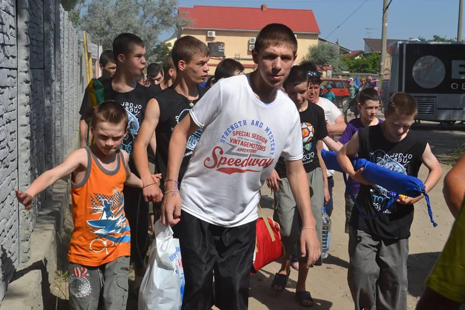 Помощь обездоленным: воспитанники аккерманского дома-интерната отправились на море с комфортом