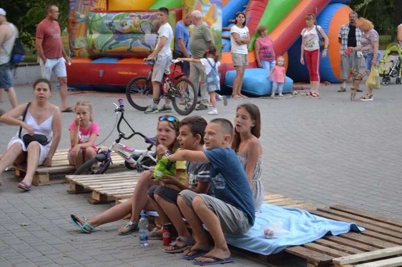 Аккерманские забавы: по субботам в городском парке работает летний кинотеатрпод открытым небом