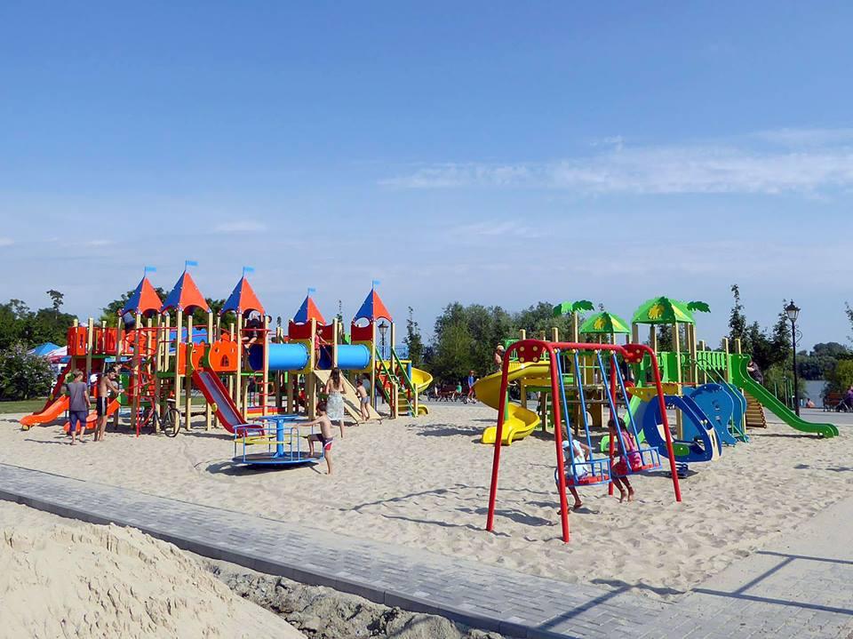 20046656_1882186532105505_8097357723694263535_n Измаил: на набережной в Крепости открылась детская площадка