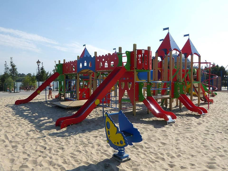 20106373_1882186538772171_8710611661466892630_n Измаил: на набережной в Крепости открылась детская площадка
