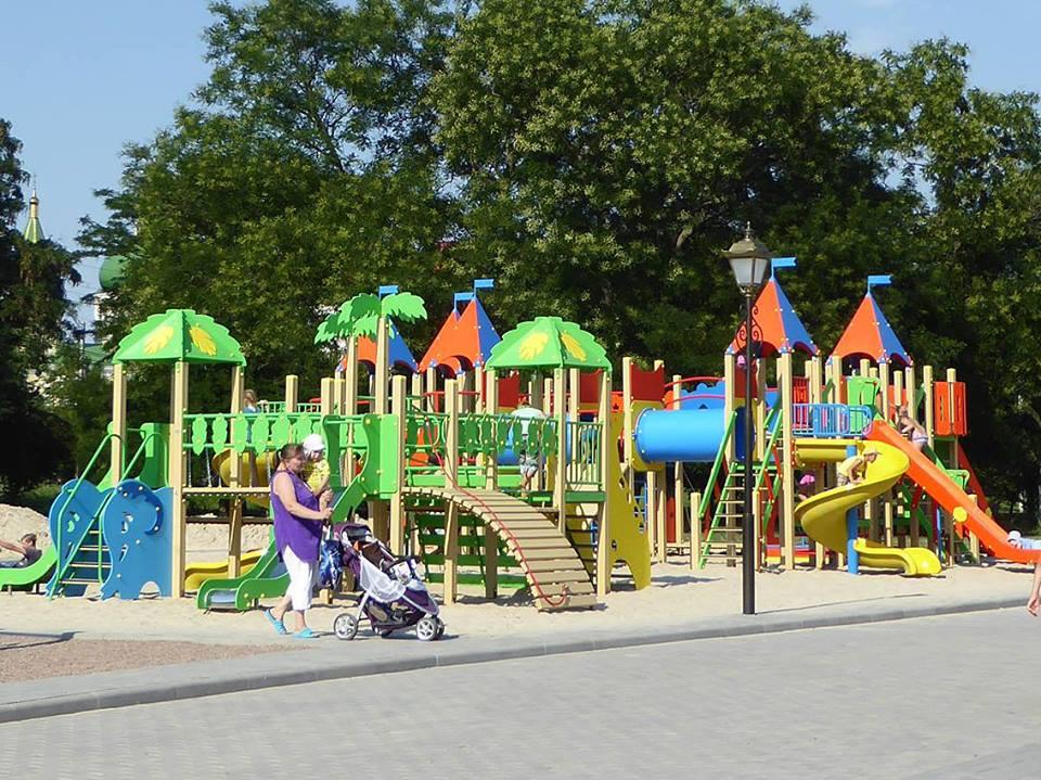 20106780_1882186592105499_4459482408386360718_n Измаил: на набережной в Крепости открылась детская площадка