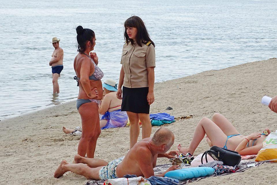 Мачеха раздела пасынка на пляже