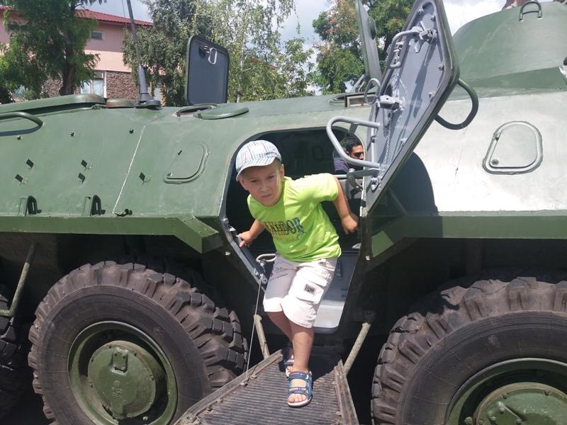 20170729_120644 Хлеба и зрелищ: в Измаиле пограничники показали новую бронетехнику и накормили всех желающих солдатской кашей