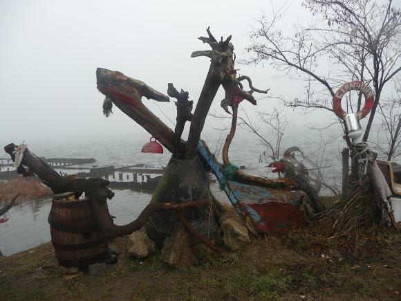30 Добро пожаловать в «музей робинзонов»: аккерманские рыбаки нашли креативное применение хламу из лимана