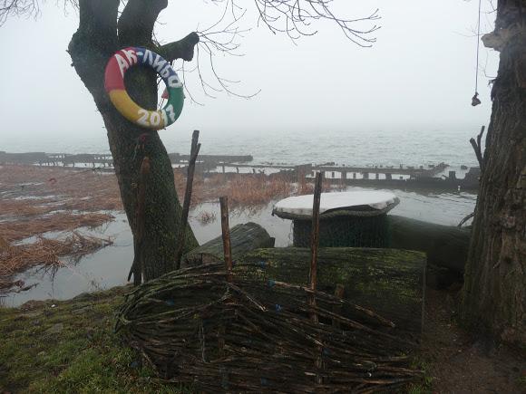 31 Добро пожаловать в «музей робинзонов»: аккерманские рыбаки нашли креативное применение хламу из лимана