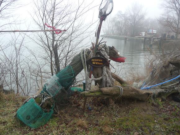 36 Добро пожаловать в «музей робинзонов»: аккерманские рыбаки нашли креативное применение хламу из лимана