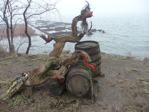 37 Добро пожаловать в «музей робинзонов»: аккерманские рыбаки нашли креативное применение хламу из лимана