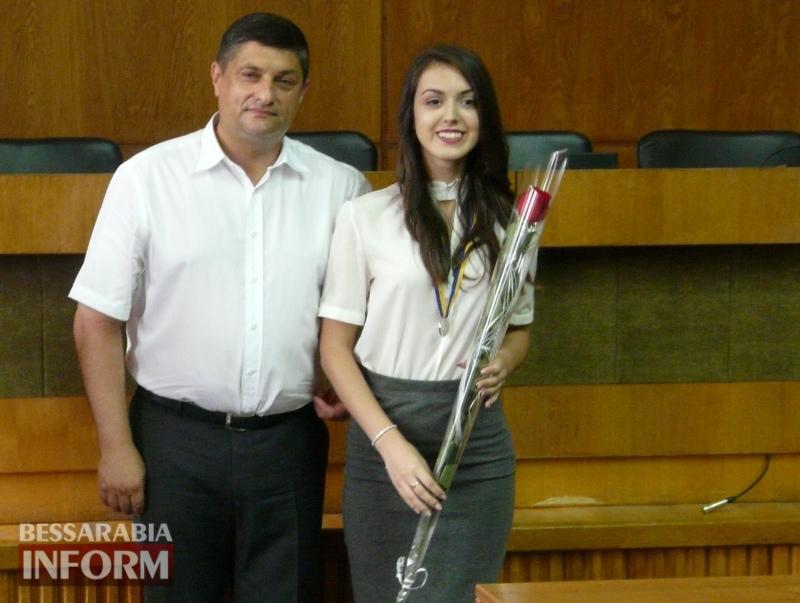 Гордость Измаила: лучшим городским выпускникам вручили медали