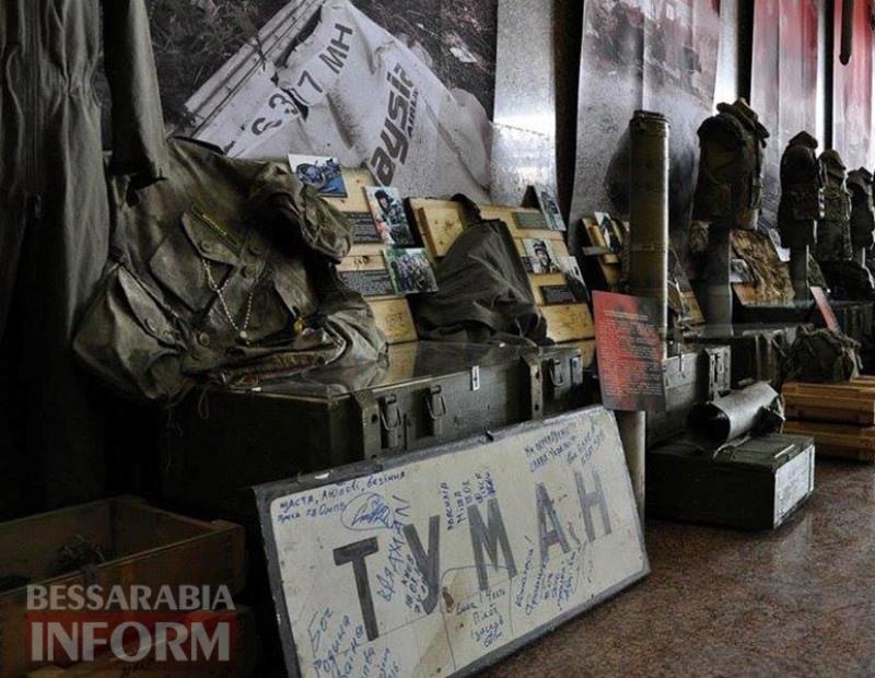 """5964e9902c854_5_big """"Это же наш Момот!"""": на выставке про АТО в скульптуре Родина-мать представлен легендарный измаильский пограничник"""