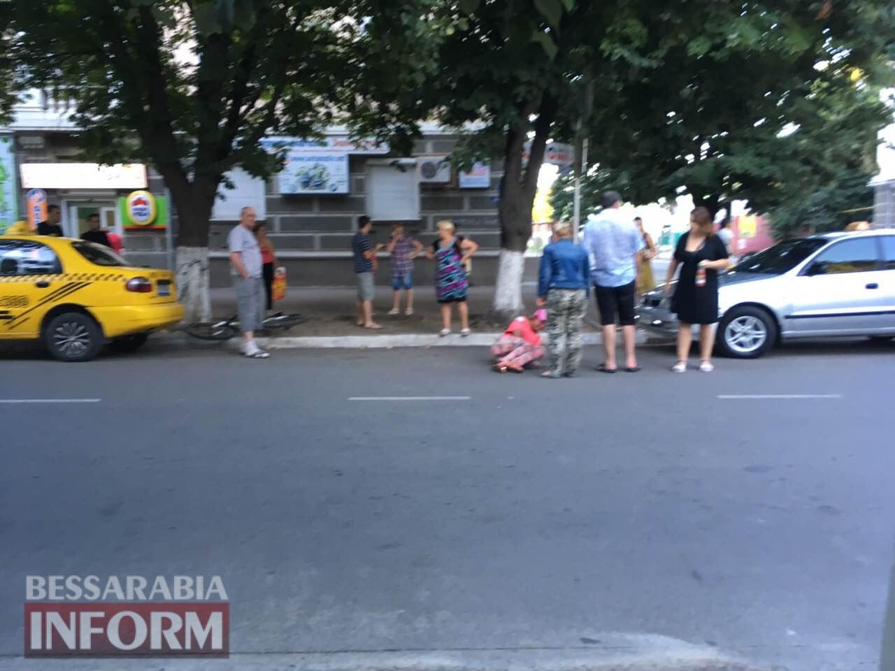 В Измаиле на пр. Суворова практически одновременно сломала ногу женщина-велосипедист и сбил пешехода мотоциклист