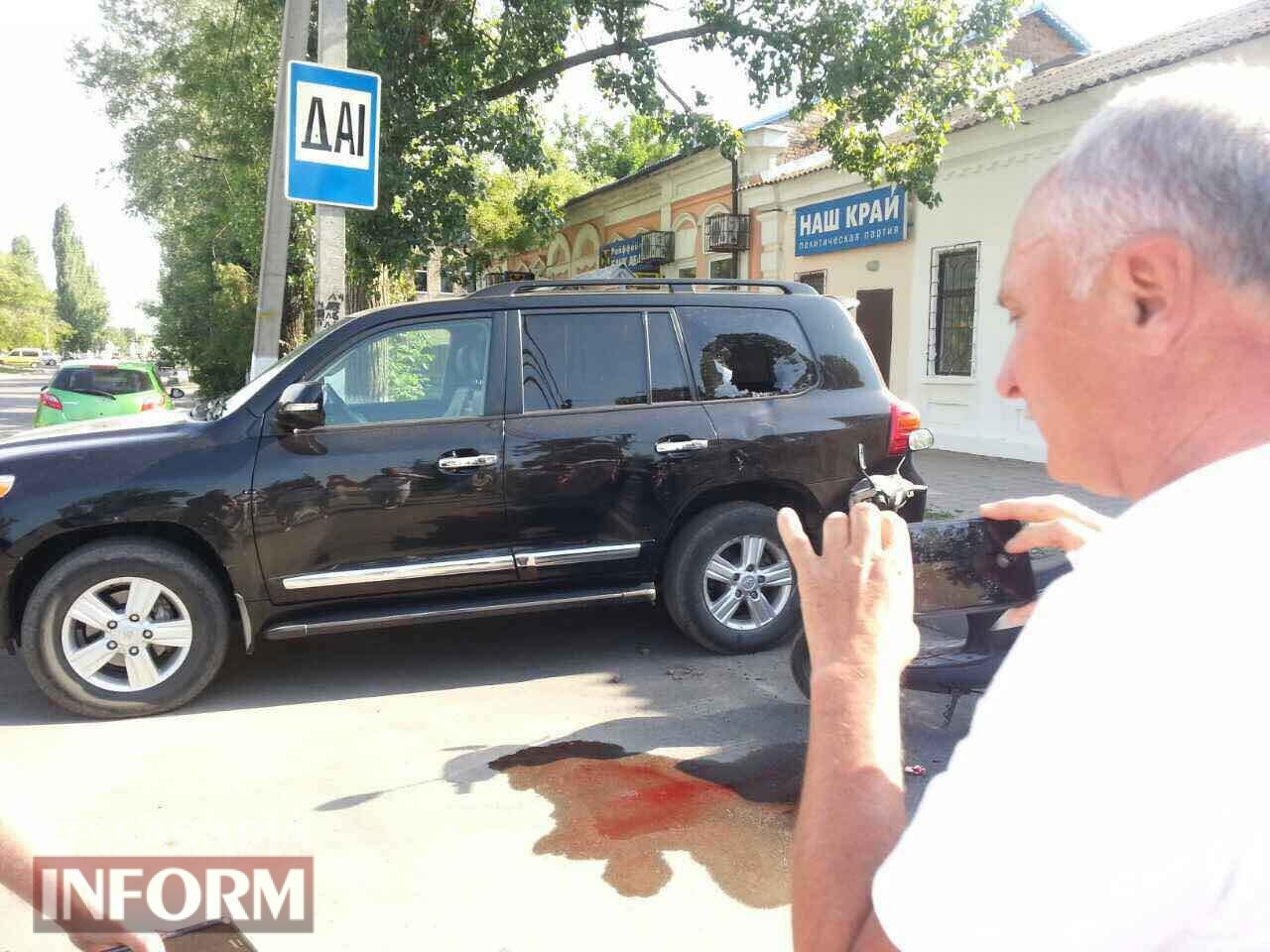 В Килии мужчина на мопеде головой разбил стекло в депутатском внедорожнике