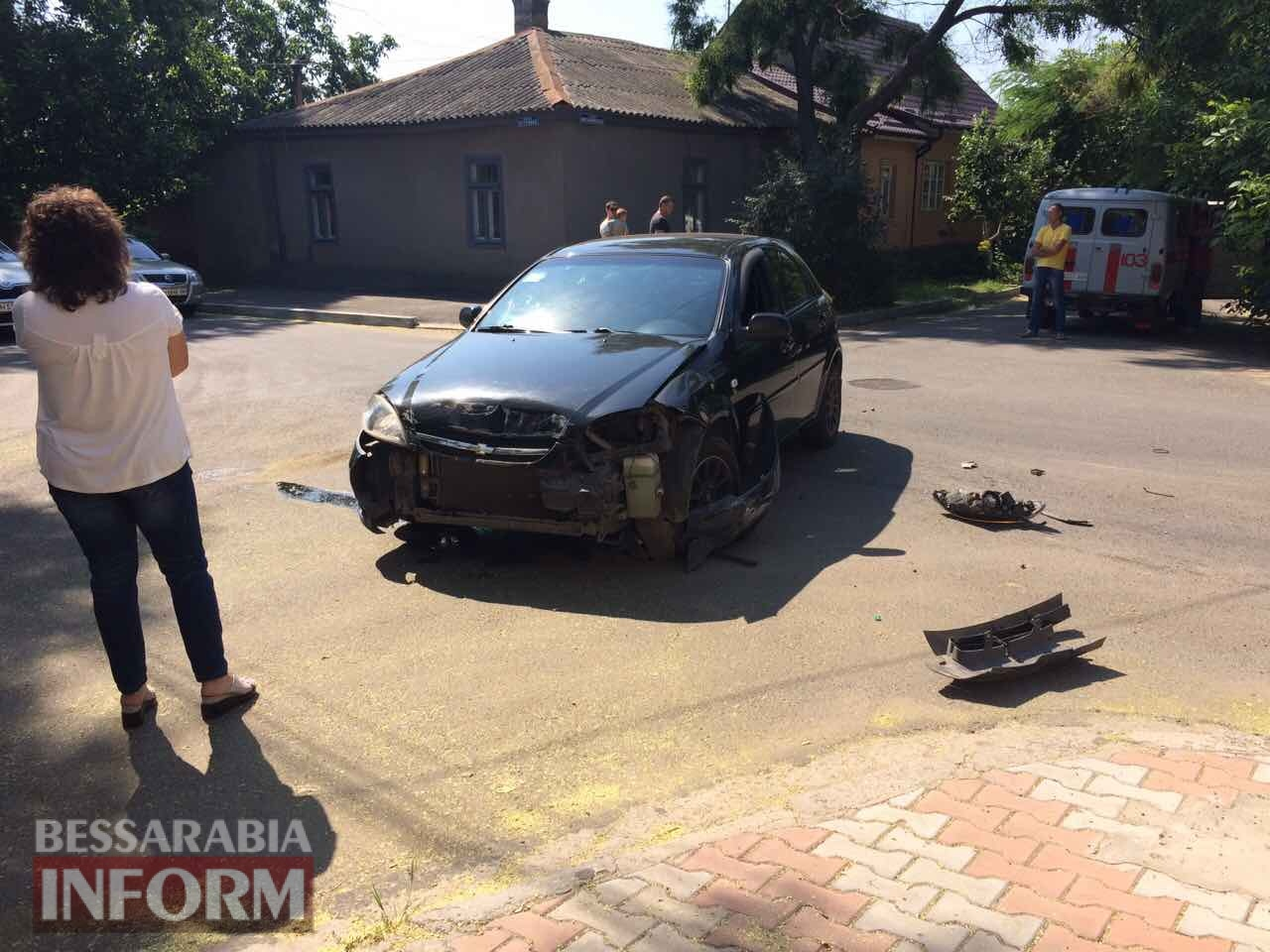 596f1fee2b867_346523 ДТП в Измаиле: Chevrolet Lacetti завалил на бок грузовой микроавтобус