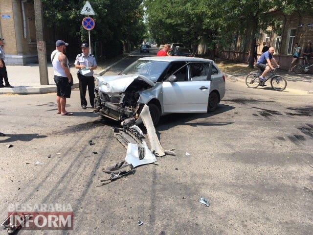 В Измаиле в результате ДТП перевернулся микроавтобус, пострадал водитель