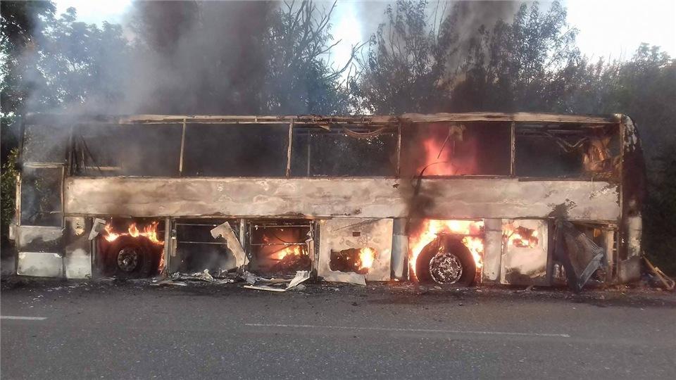82df7f79668c На Киевской трассе дотла сгорели пассажирский автобус и иномарка