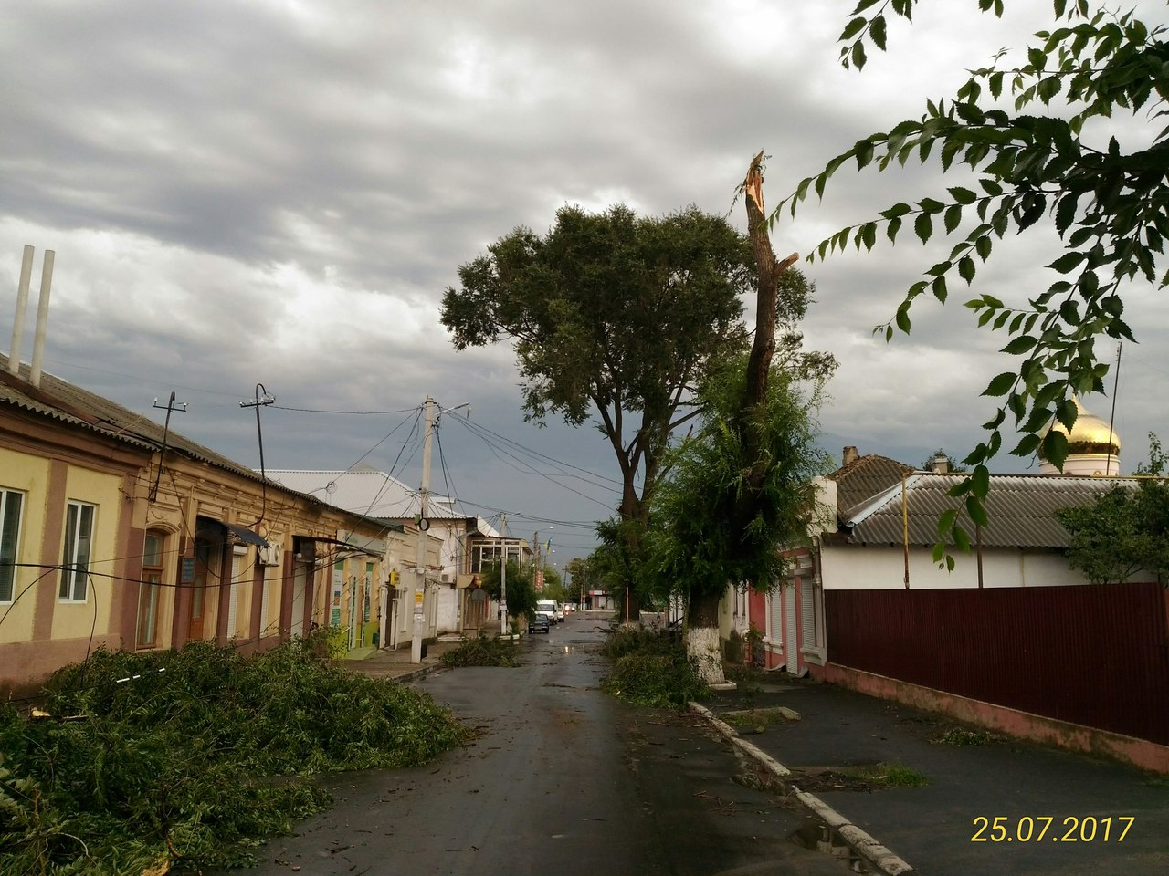 AqtbzOlW8ns По Рени и району прокатился ураган, принесший немало хлопот коммунальщикам, местным жителям и фермерам