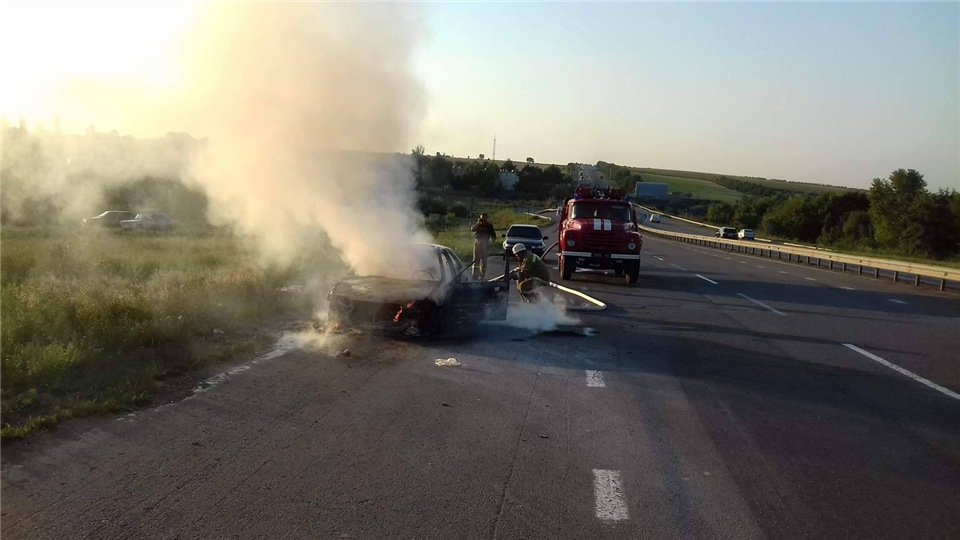 b958e4d5c73c На Киевской трассе дотла сгорели пассажирский автобус и иномарка