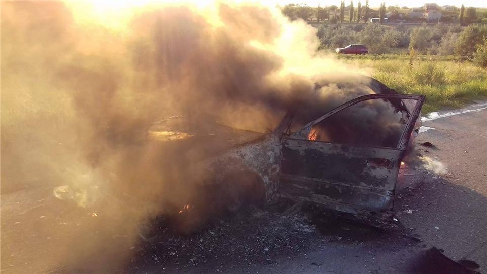 c228c3fb4eb7 На Киевской трассе дотла сгорели пассажирский автобус и иномарка