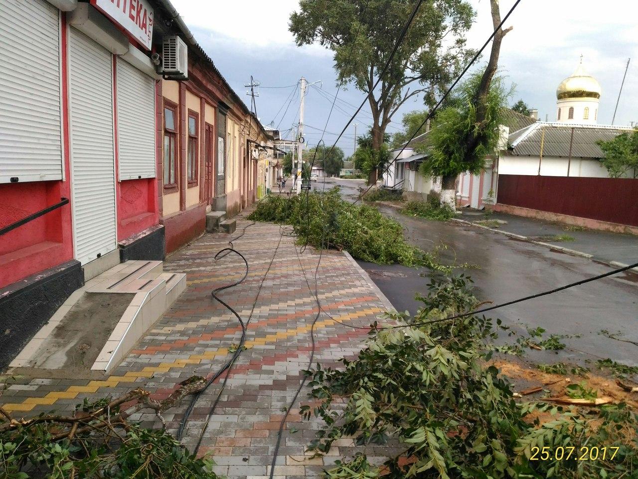 dlMTmPiLcv4 По Рени и району прокатился ураган, принесший немало хлопот коммунальщикам, местным жителям и фермерам