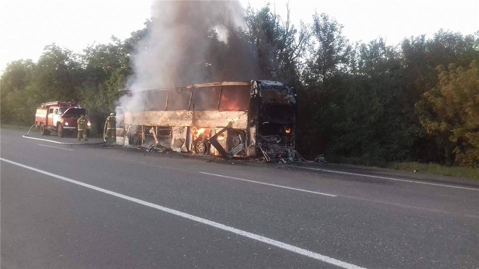 e82eb172eebd На Киевской трассе дотла сгорели пассажирский автобус и иномарка