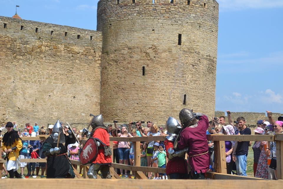 Времена отважных рыцарей и прекрасных дам: в Аккермане прошел самый масштабный фестиваль средневековой культуры