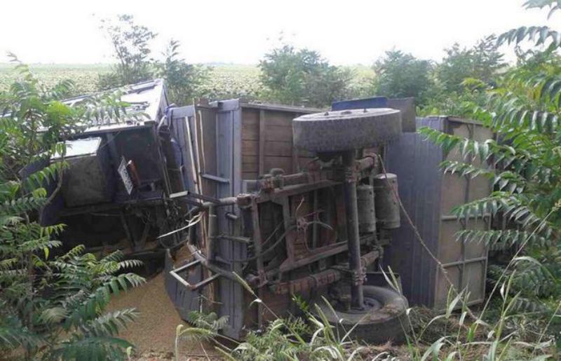 На Измаильщине опрокинулся грузовик с зерном