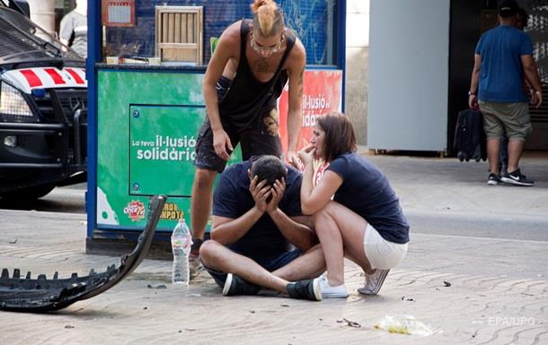 2049189 Кровавый теракт в Барселоне: фургон на высокой скорости проехался по толпе людей