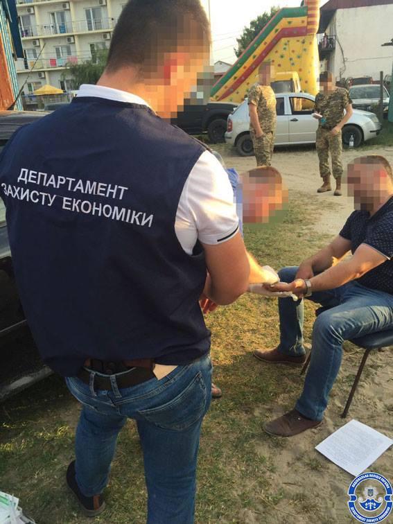 В Затоке при получении крупной взятки задержали еще одного инспектора Гоструда