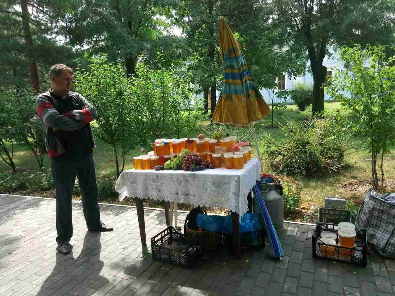 234234 Православные измаильчане на медовой ярмарке приобретали праздничное лакомство