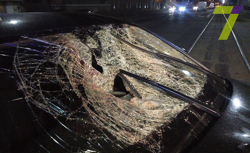 3-8 В Одессе автомобиль на скорости около 150 км/час буквально разорвал мужчину напополам (+18)