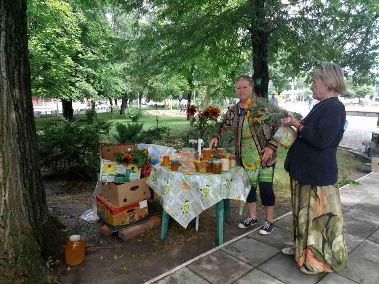 345345 Православные измаильчане на медовой ярмарке приобретали праздничное лакомство