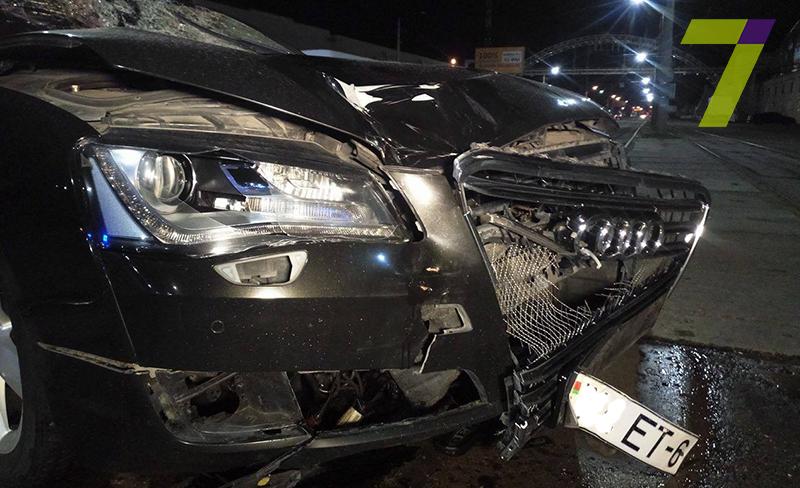 5-1 В Одессе автомобиль на скорости около 150 км/час буквально разорвал мужчину напополам (+18)