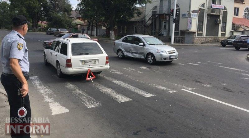 В Измаиле проезд на запрещающий сигнал светофора привел к повреждению двух автомобилей