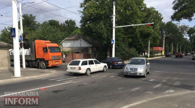 599c0fc6738e7_viber-image В Измаиле проезд на запрещающий сигнал светофора привел к повреждению двух автомобилей