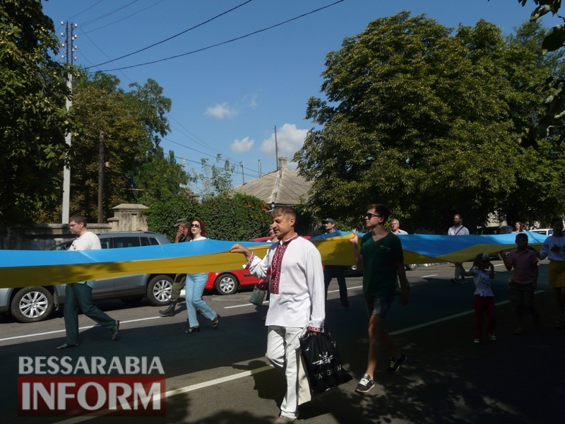 День независимости в Измаиле: торжественный митинг и красочное шествие со 100-метровым флагом