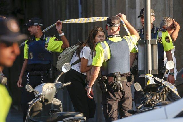 783215_main Кровавый теракт в Барселоне: фургон на высокой скорости проехался по толпе людей