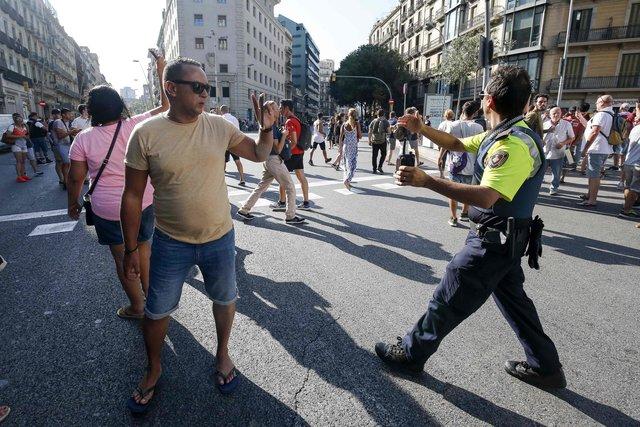 Кровавый теракт в Барселоне: фургон на высокой скорости проехался по толпе людей
