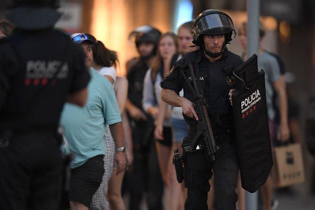 783223_main Кровавый теракт в Барселоне: фургон на высокой скорости проехался по толпе людей