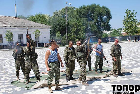 Den-VDV-970 Болградские воины-десантники торжественно отпраздновали день ВДВ