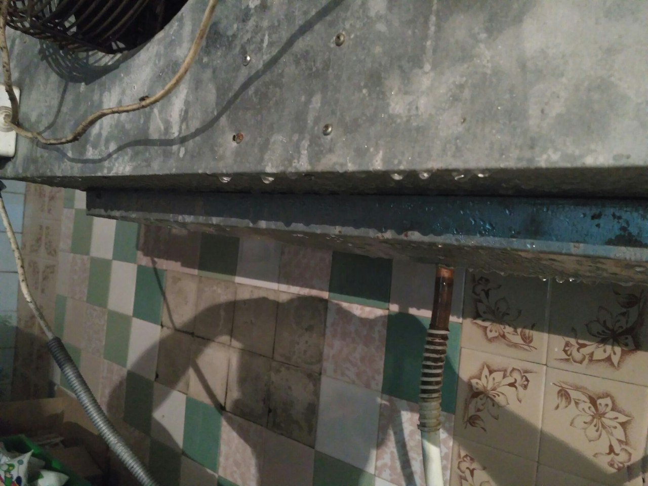 dwP4gByzeIs Осторожно — еда! В Измаиле со склада молочной продукции сбывают порченный товар с перебитыми датами