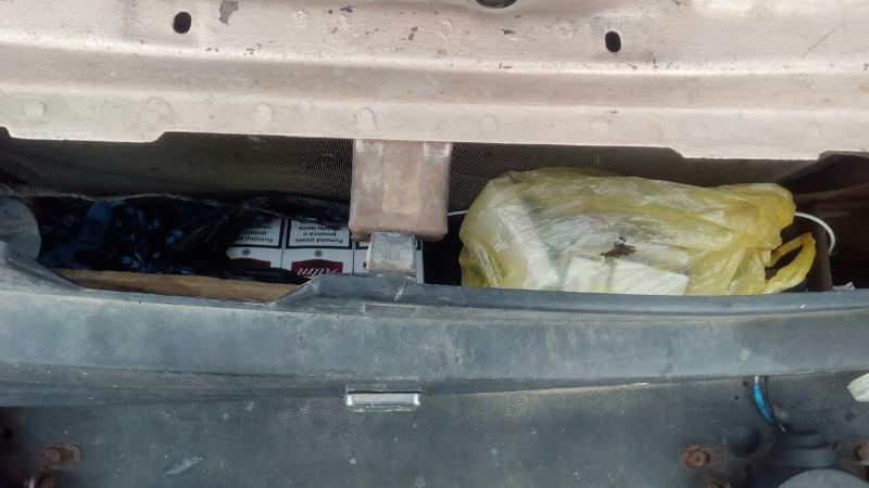 """image-0-02-05-4a0d0d7ad05e17ce800fc27cf39379fb35df125dd7eac5567a93070ee0949863-V В Тарутинском районе пограничники обнаружили машину, """"нафаршированную"""" контрабандными сигаретами"""